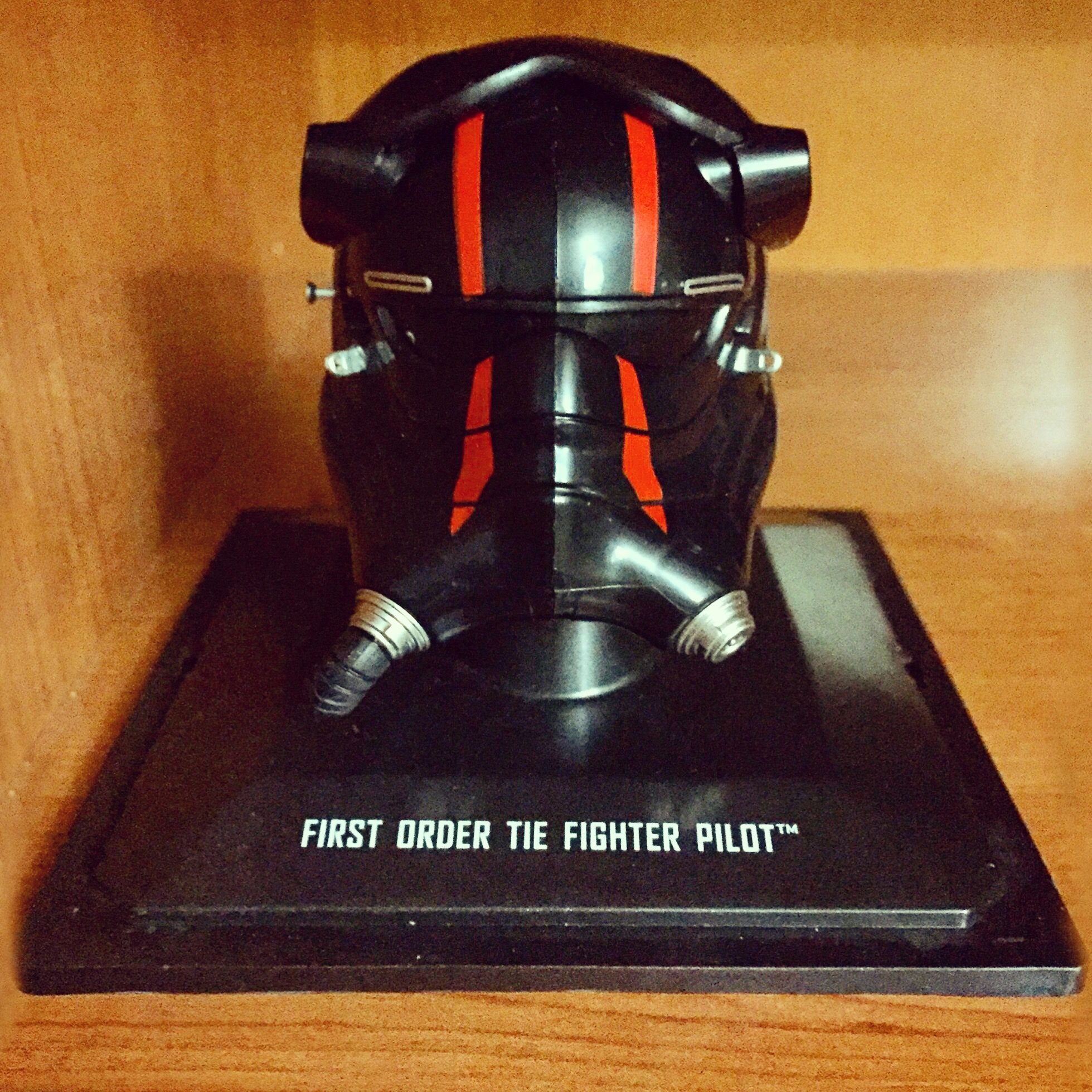 Casco de piloto TIE Fighter de la Primera Orden. Por Jimmy