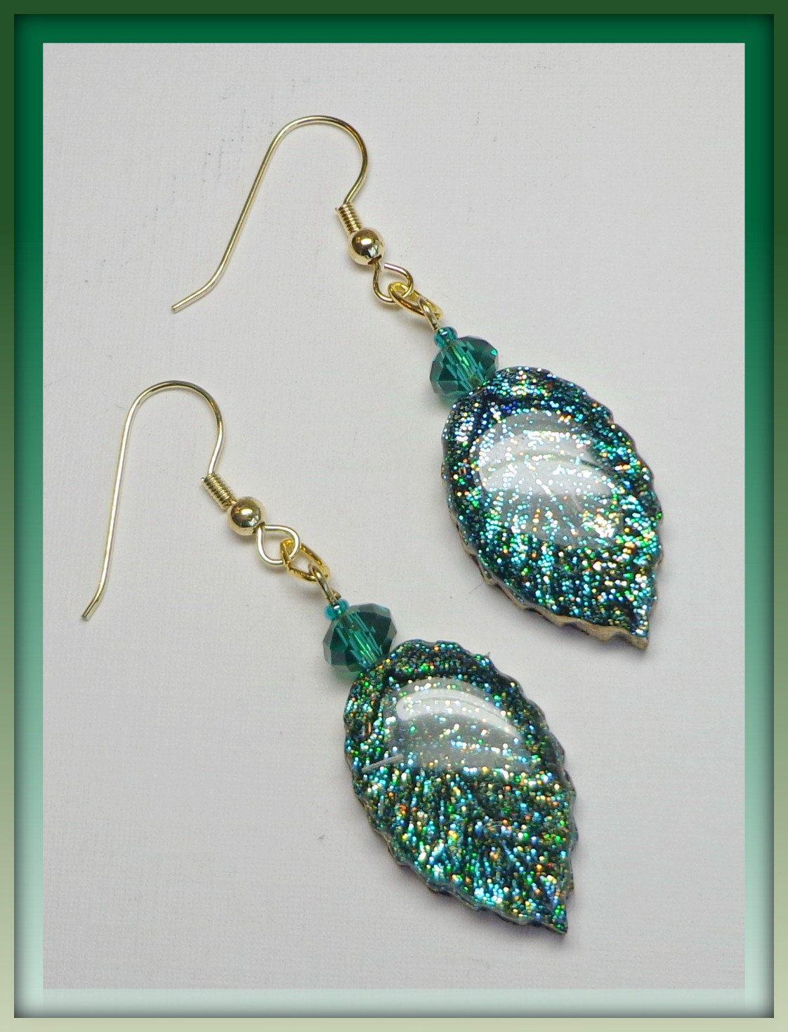 polymer clay leaf dangle emerald crystal earrings via etsy bijoux resine pinterest. Black Bedroom Furniture Sets. Home Design Ideas