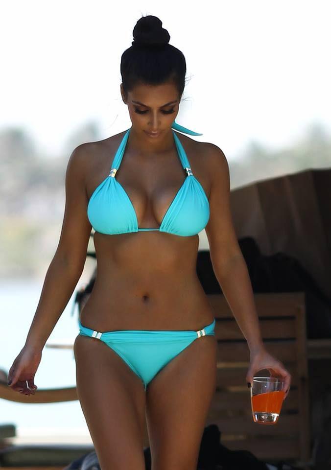 946b4a04c2d03 Kim Kardashian in #blue Kim Kardashian Bikini, Kardashian Style, Kardashian  Jenner, Kardashian