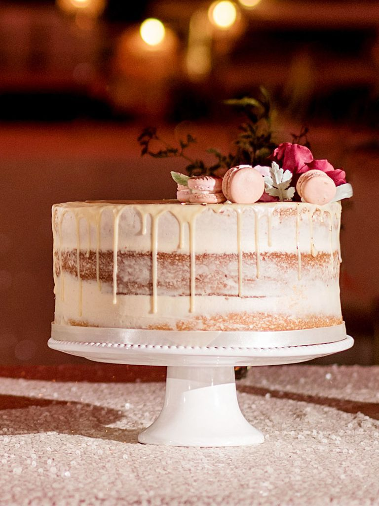 You Can Have A Traditional Cake Cutting Session With Single Tier Wedding Cakes Too See 16 Of Our Favorite Ideas Here