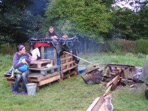 Hillbilly Hot Tub. Palettes apparently work for just about everything.
