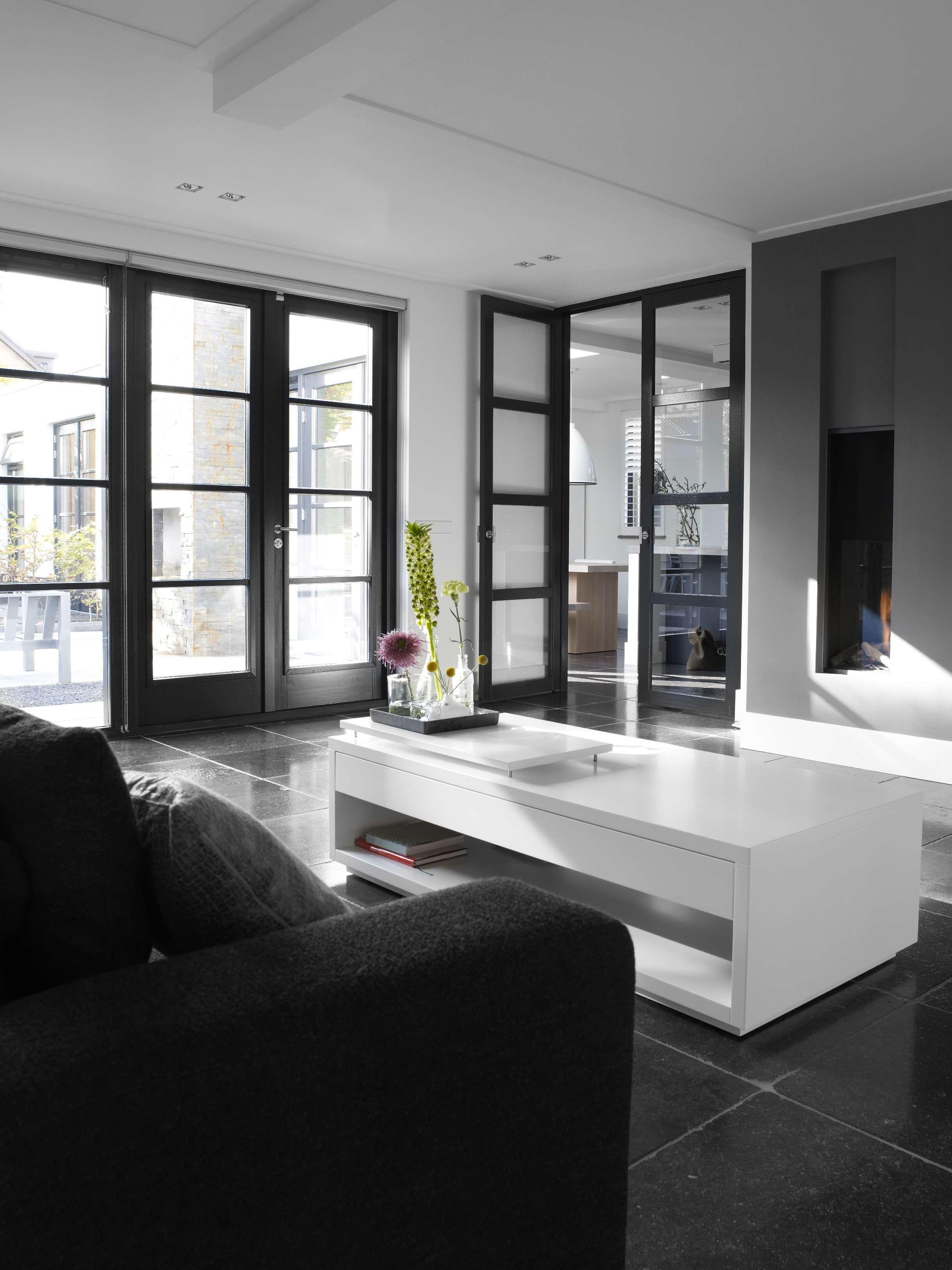 Black N White Ramen En Kozijnen Interieur Woonkamer Interieur