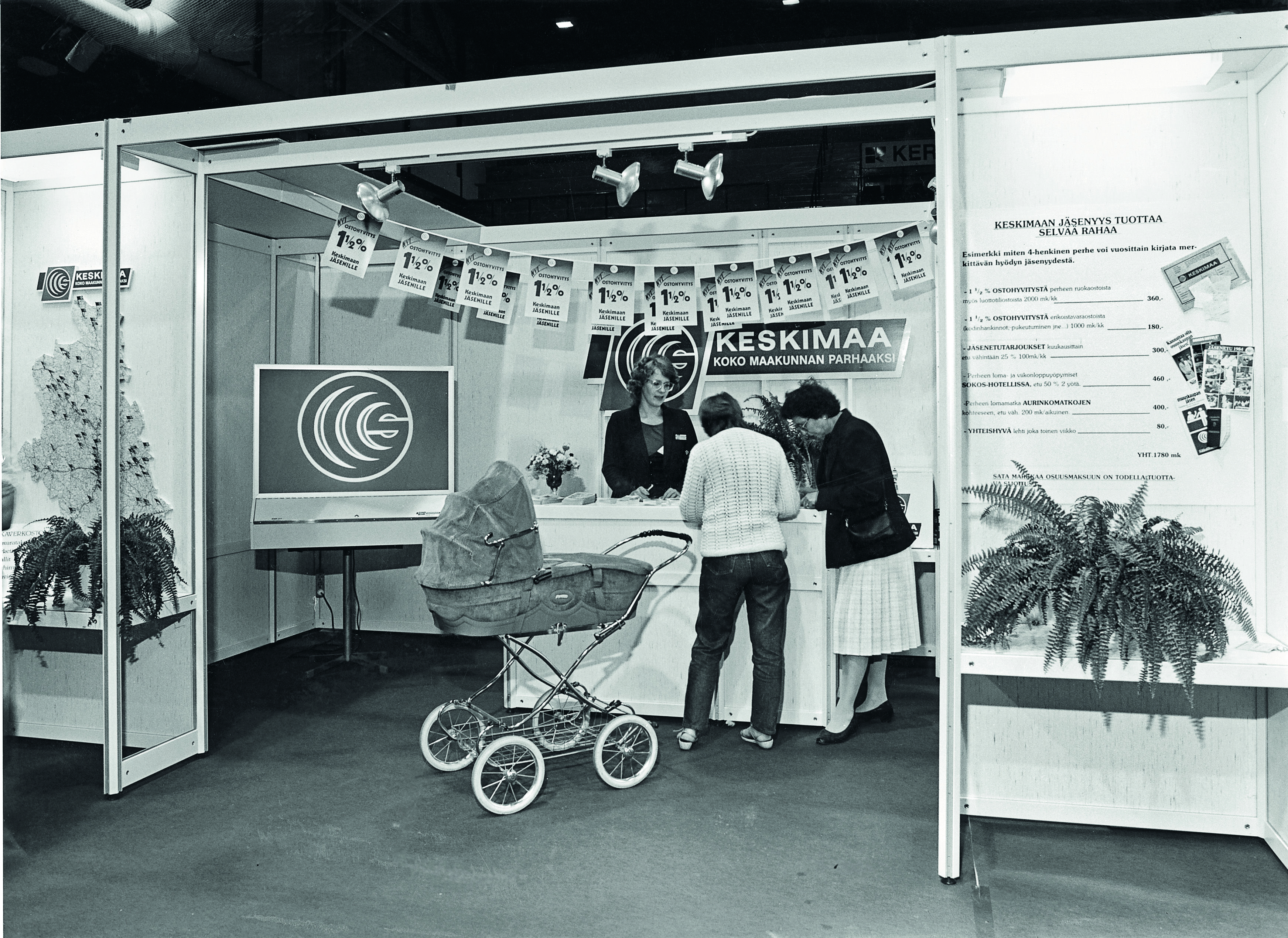 Markkinointipäällikkö Raija Isännäinen tekemässä jäsenhankintaa 1980-luvun alkupuolella