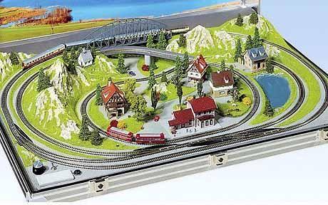 Smallest model railway fits inside briefcase | Model