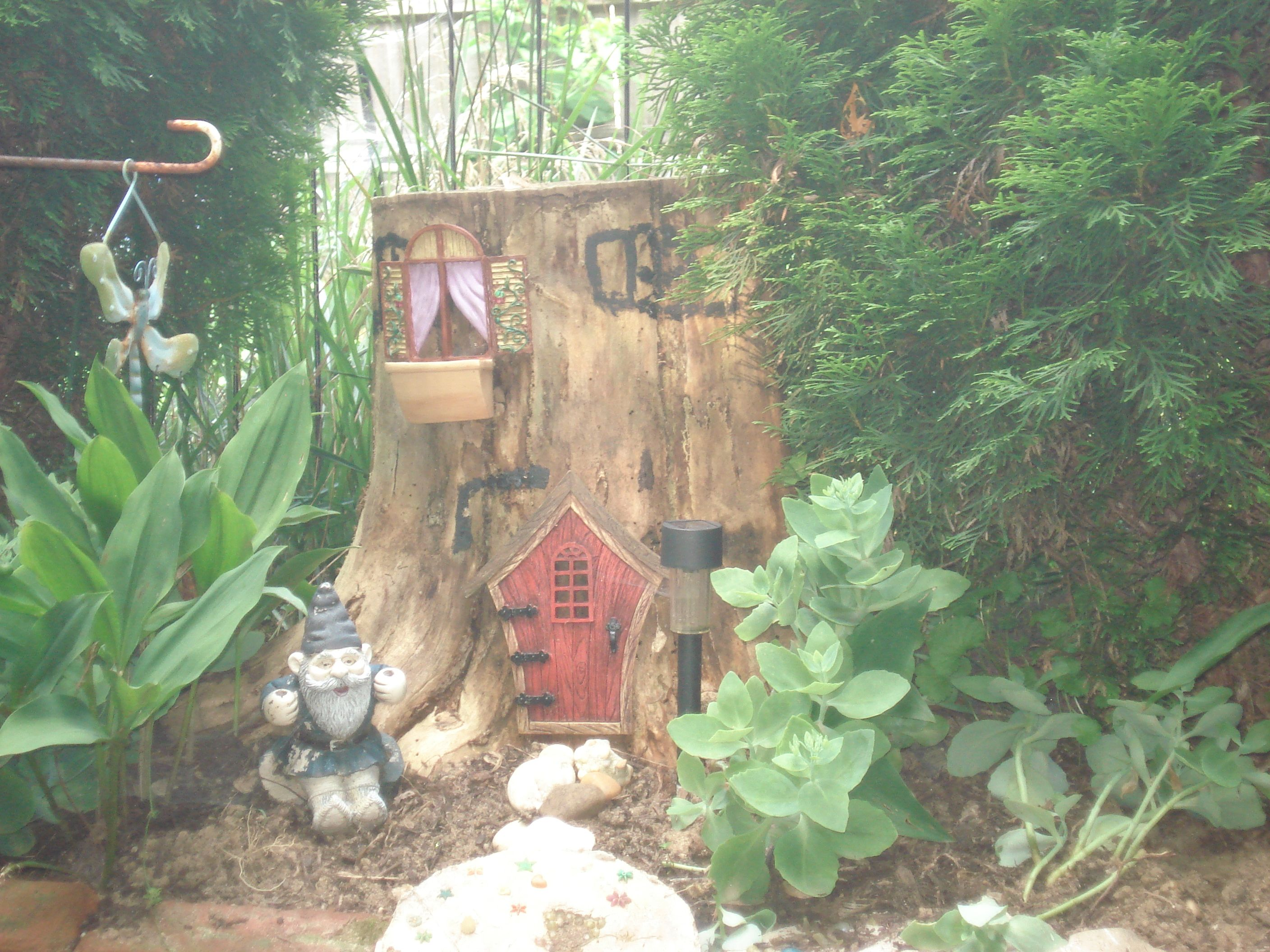Gnome Tree Stump Home: Gnome House From A Tree Stump