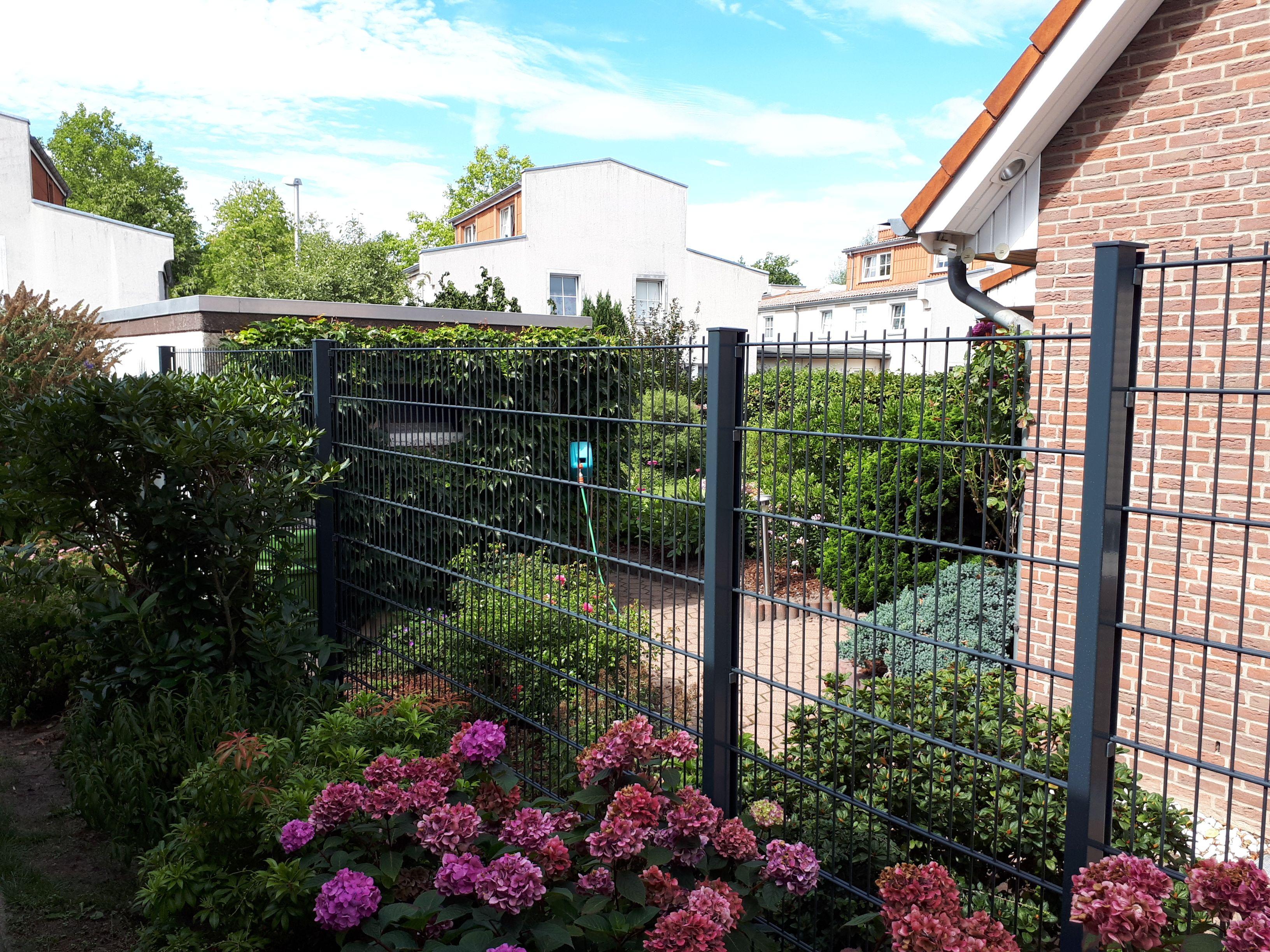 Bau Eines Doppelstabmattenzaunes Zaunbau Doppelstabmattenzaun Zaun