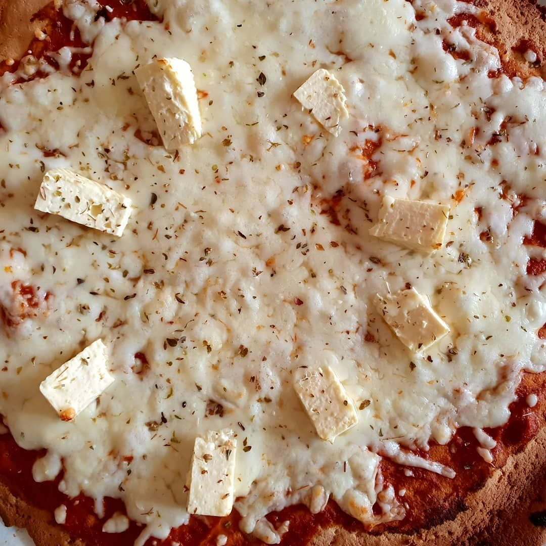 Healthy homemade pizza with a glutenfree lowcarb