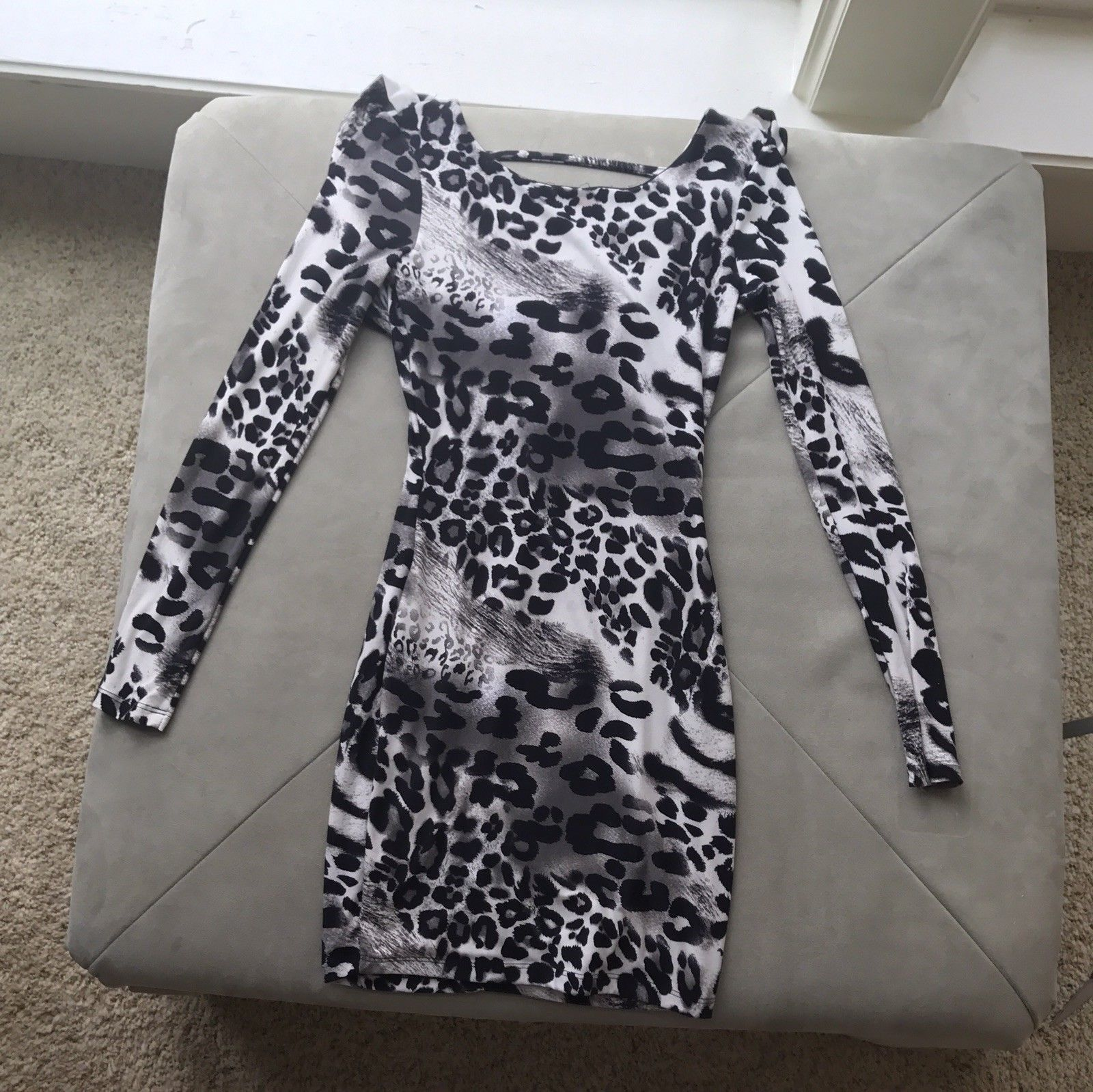 Cool great windsor black and white leopard long sleeve form fitting
