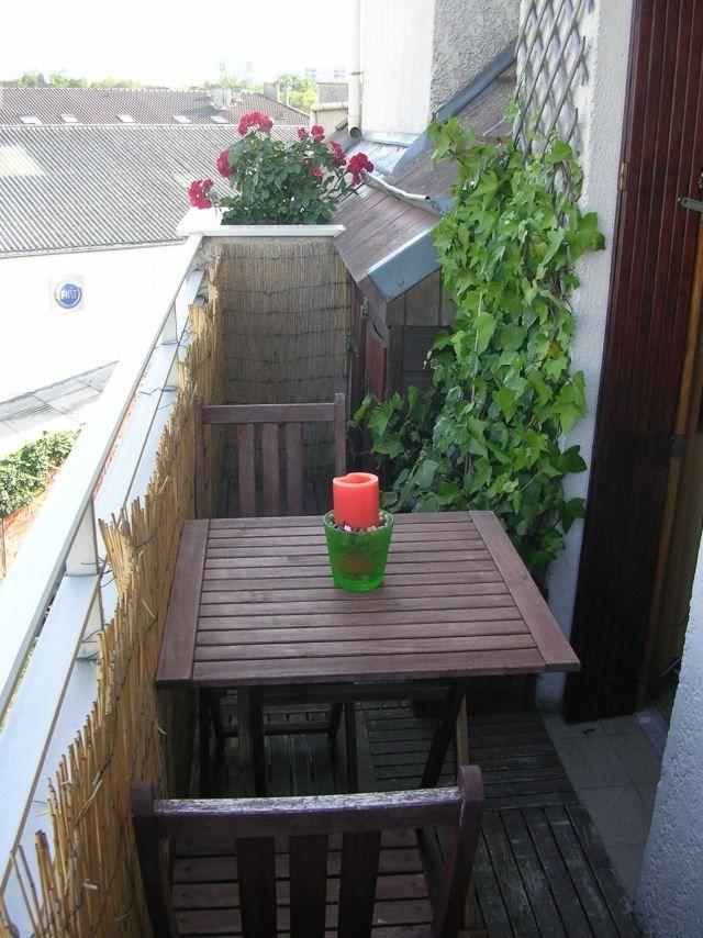 balkonverkleidung kleiner balkon bambusmatten spaliere tisch holz einrichtung garten. Black Bedroom Furniture Sets. Home Design Ideas
