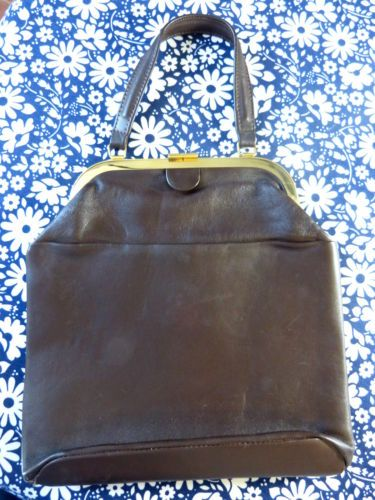 Grand-sac-a-main-cuir-marron-petite-anse-fermoir-metal-vintage-annees-50-60 / Large brown leather handbag with handle and gold tone metal clasp - French 50s 60s vintage