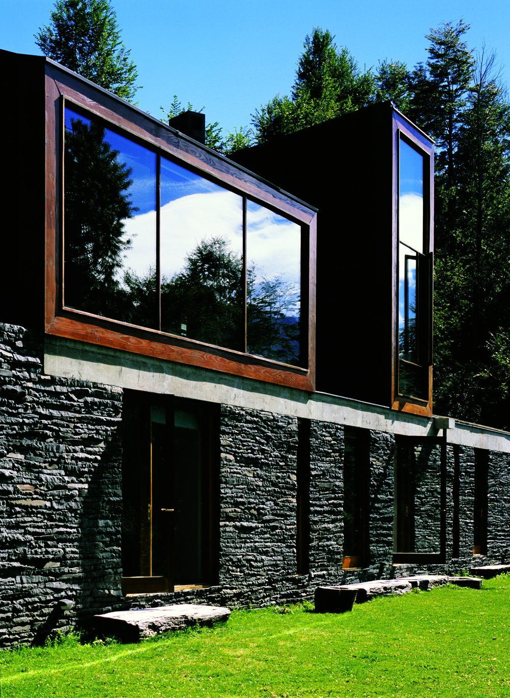 Casa Lago Pirehueico_ Alejandro Aravena_2003_santiago_Chile