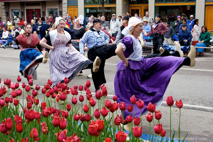 Tulip Time Klompen Dance In Holland Michigan Michigan - Holland tulip festival