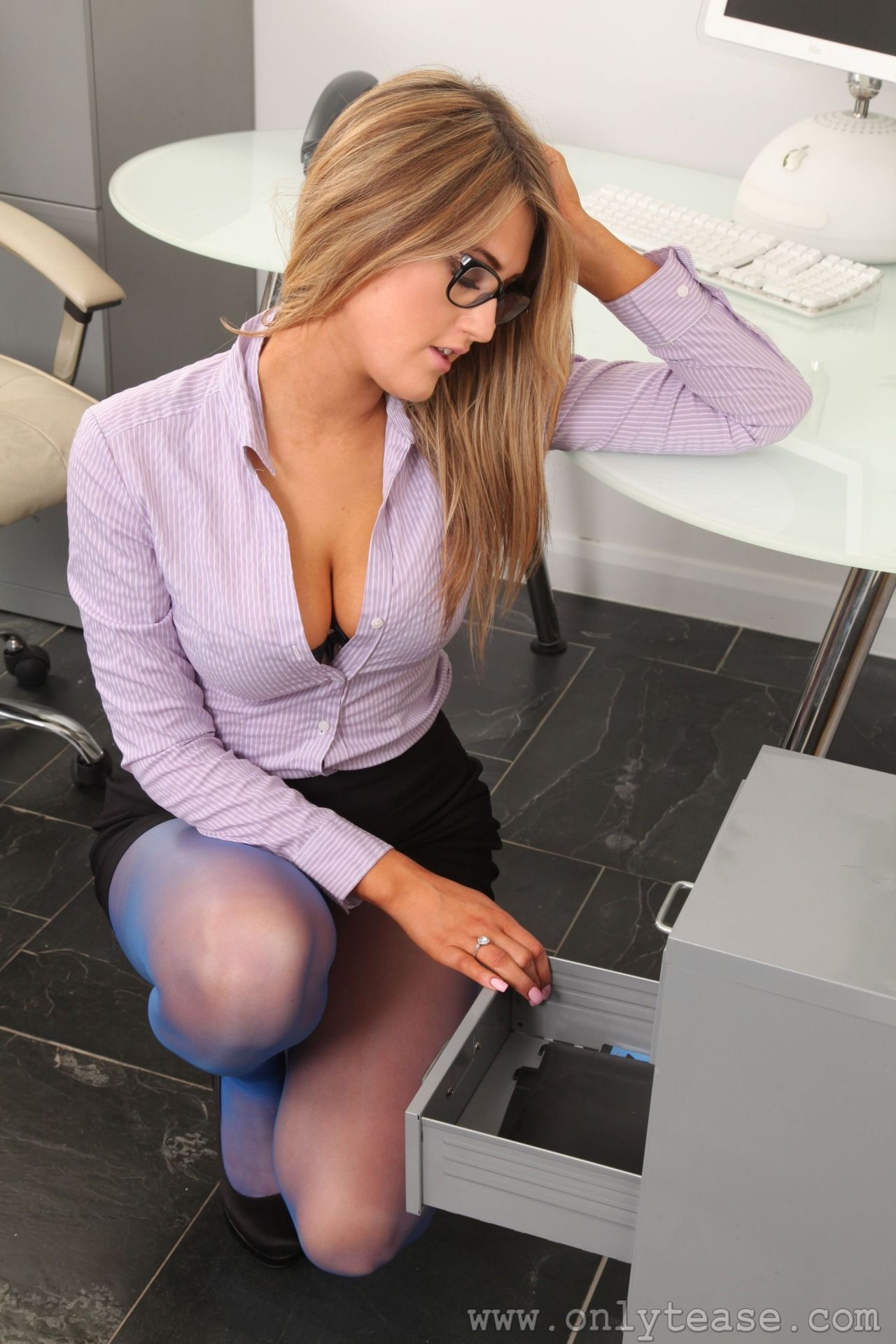 YOLANDA: Sexy girls in the office