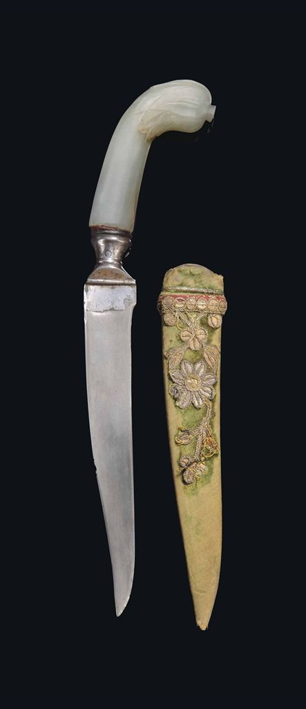 AN ELEGANT PALE CELADON JADE-HILTED WATERED-STEEL DAGGER -  MUGHAL INDIA, LATE 17TH/18TH CENTURY