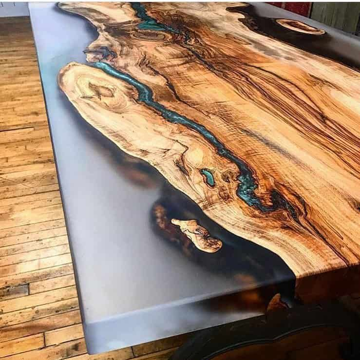 Comment Realiser Une Table Riviere Avec De La Resine Epoxy Stardust Colors Table De Resine Resine Epoxy Resine Epoxy Bois