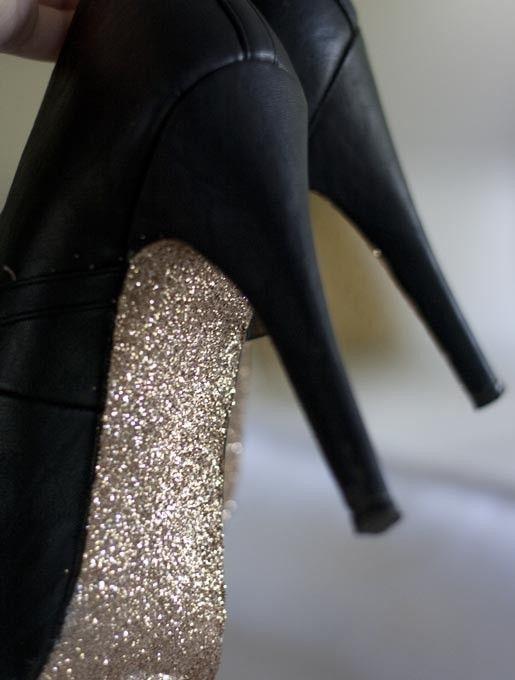 Spice Up Your Wedding Shoes with this Glitter Sole Tutorial | Fantabulously Frugal Weddings