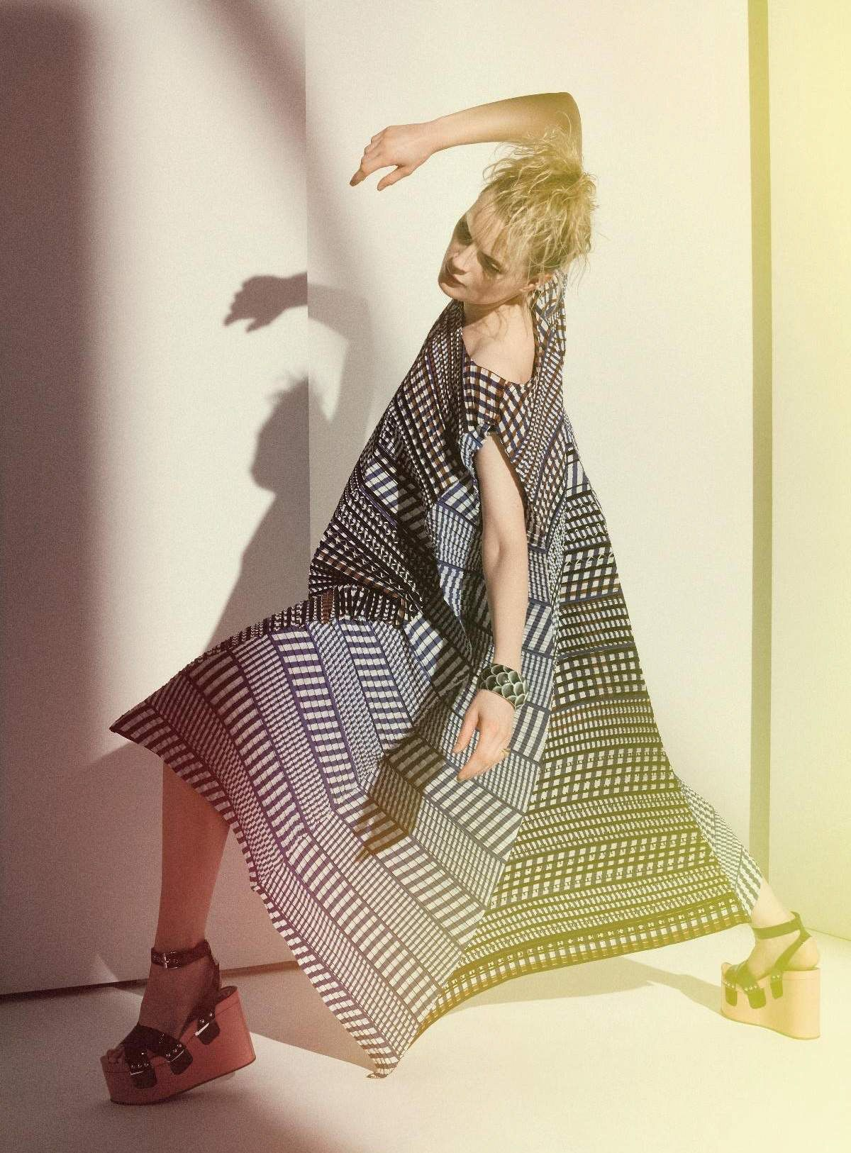 Guinevere Van Seenus - Harper's Bazaar Germany June 2017 | cloverdesain