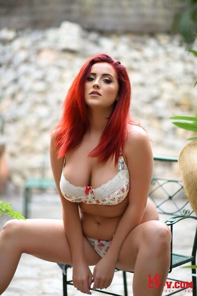 Natural redhead vixen