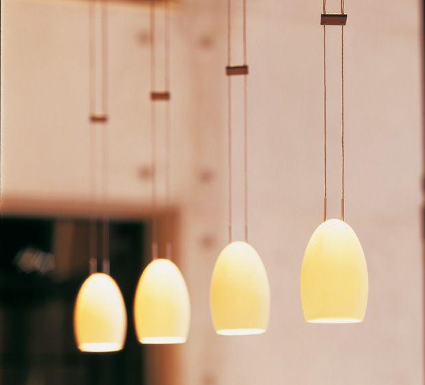 Spectacular Die OH CHINA Pendelleuchte ist ein Design von Tobias Grau Ihre Leuchtk rper bestehen aus dem hochwertigsten und feinsten aller Porzellan