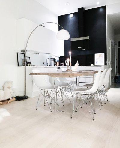 Musta tehosteväri keittiön seinässä antaa hyvän kontrastin sisustuksen vaaleudelle.