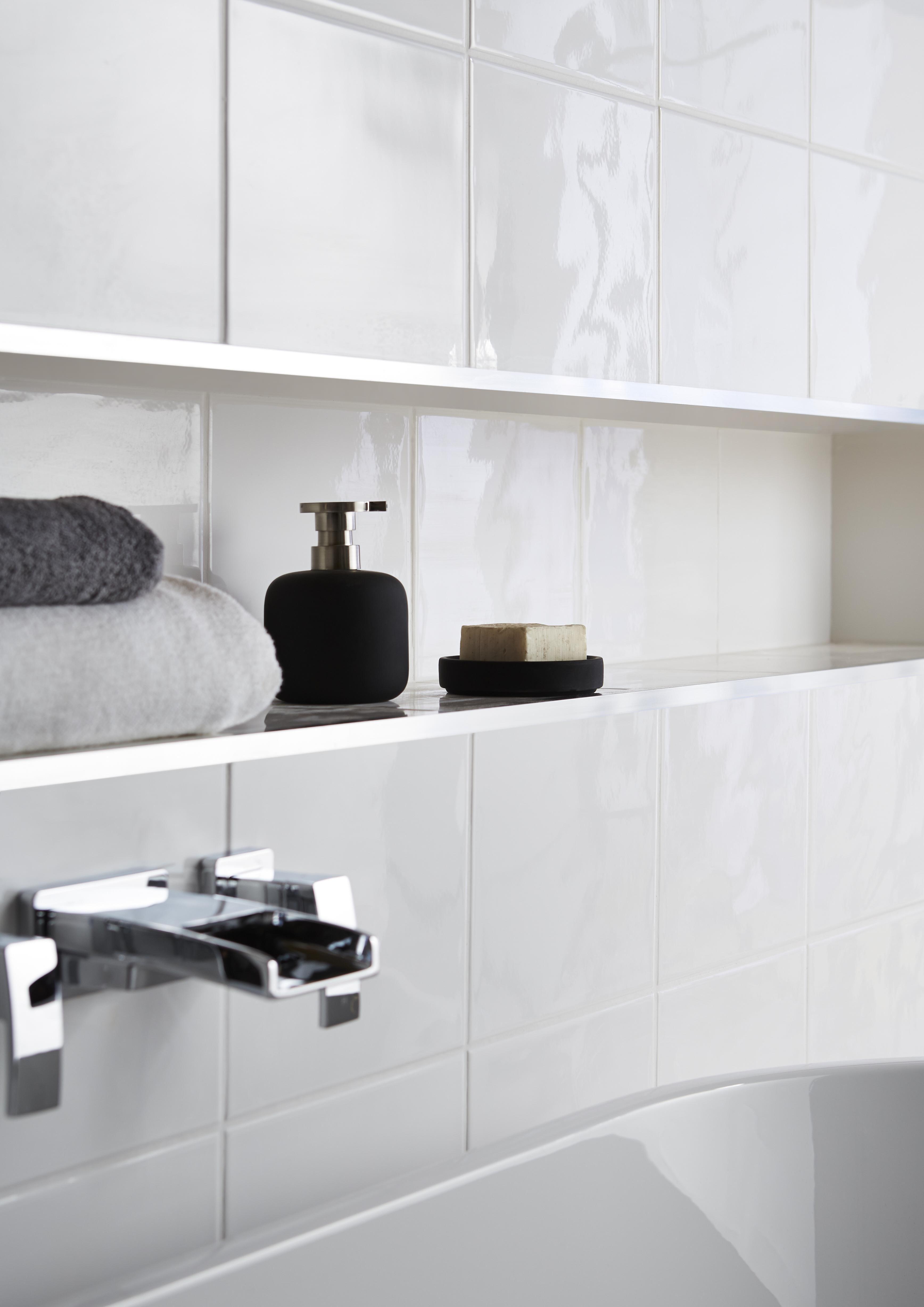 Holborn White Ceramic Wall Tile Pack Of 20 L250mm W200mm
