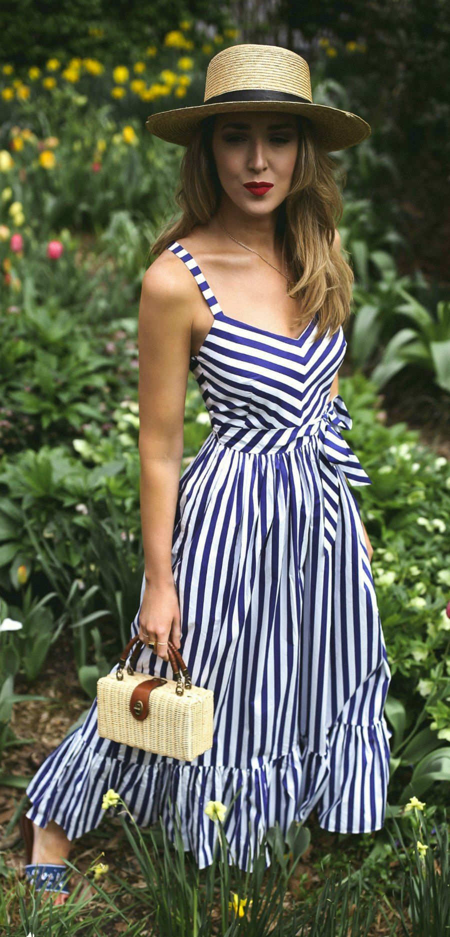 30 Dresses In 30 Days What To Wear To A Picnic Navy And White Stripe Maxi Dress Embroidered Navy Slides Small Woven Looks Vestidos Vestido Listrado Moda [ 1874 x 900 Pixel ]