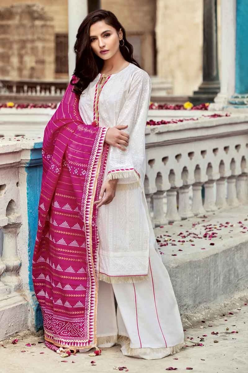 c0e49a8a0e Gul Ahmed Summer 2019 Essential Lawn Collection 3 PC CL-589 SKU  W-FB-SM-19-195588