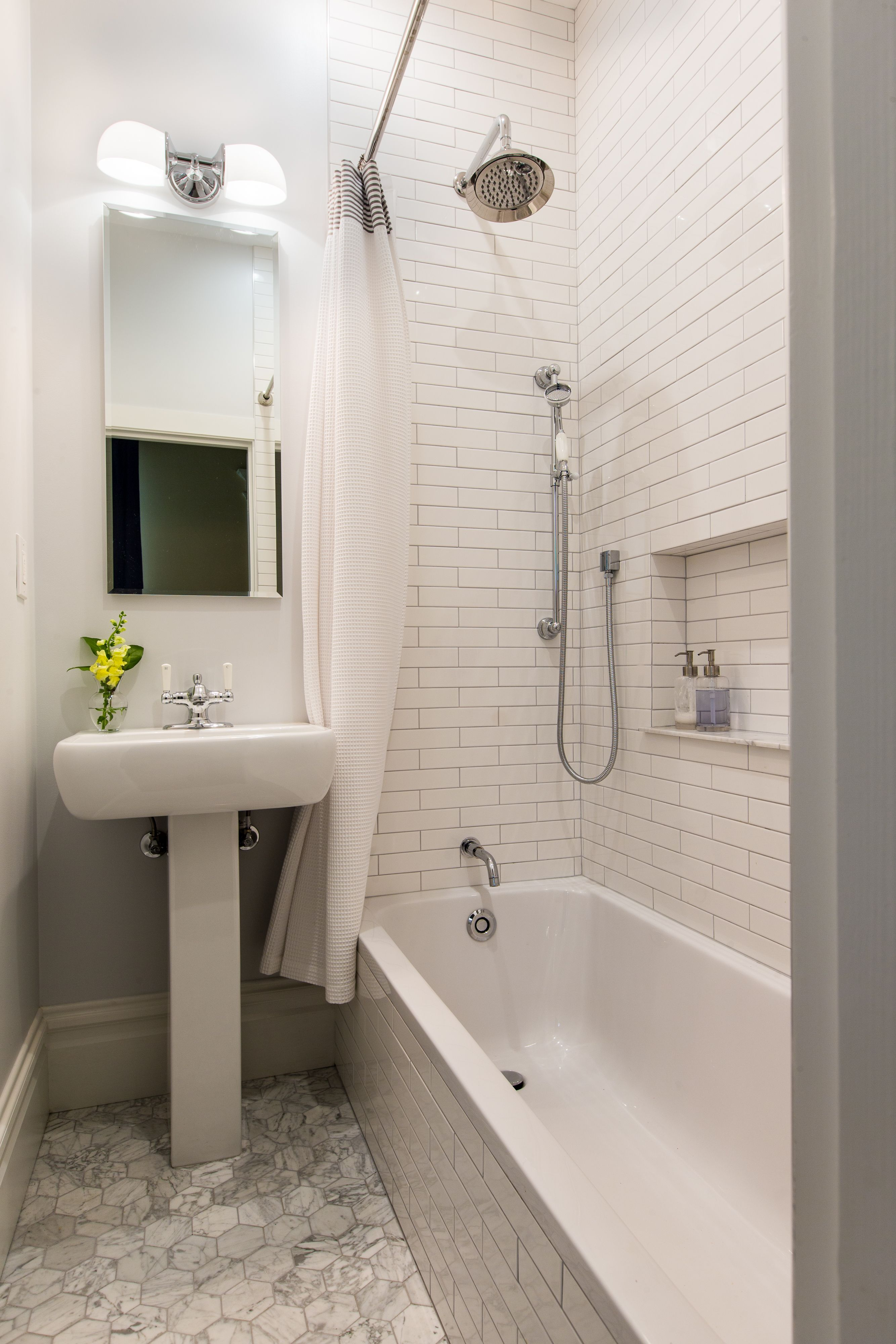 This how we want out tub. I think it is a duravit d code tub ...