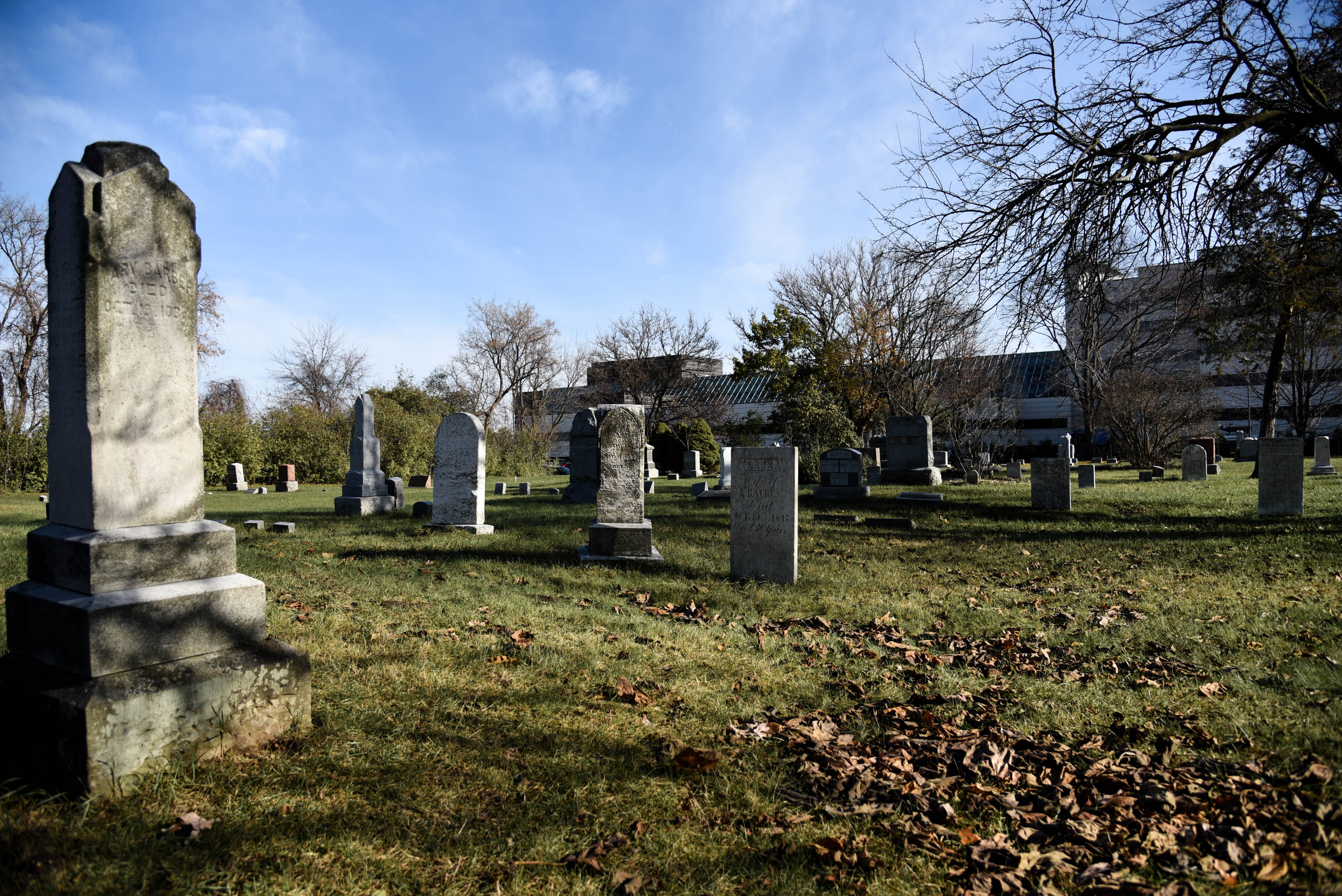 visiting my family in southfield cemetery | spooky things | cemetery