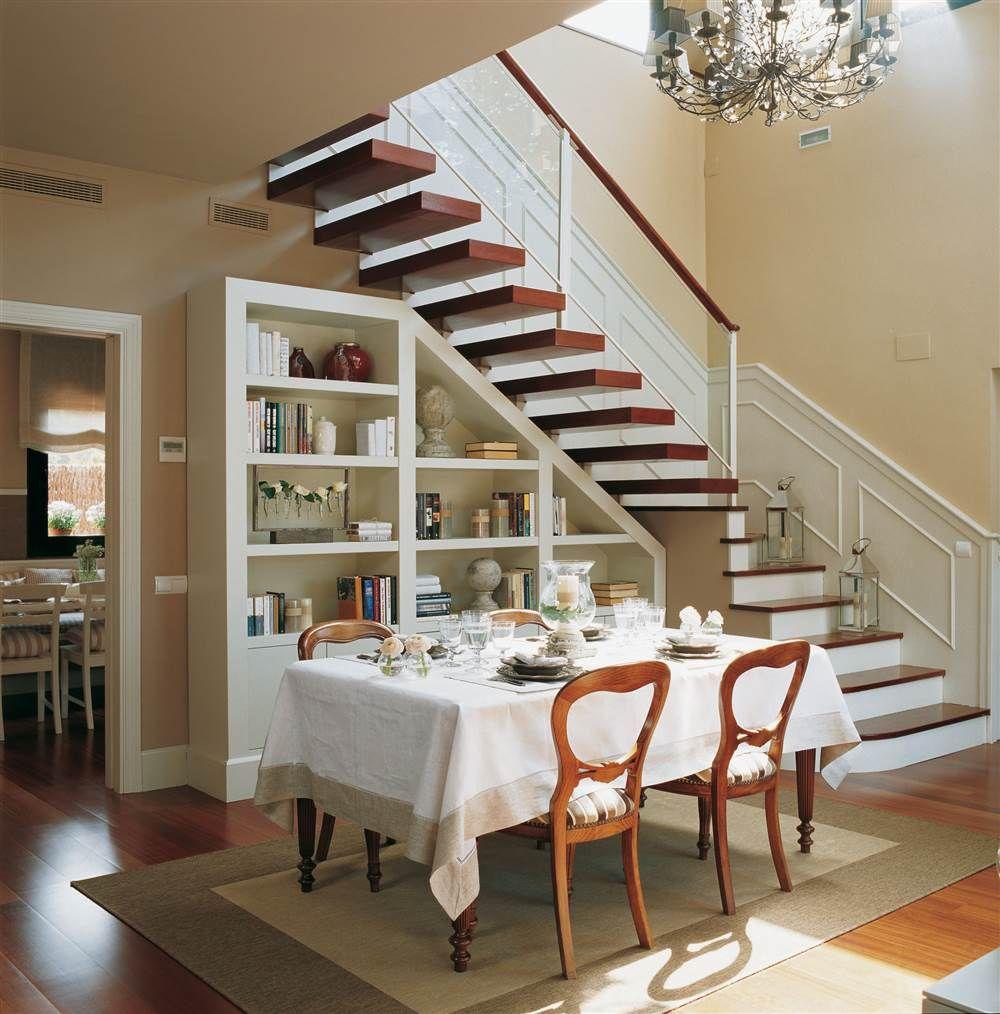 Aprovecha el hueco bajo la escalera basements ceiling - Escaleras para jardin ...