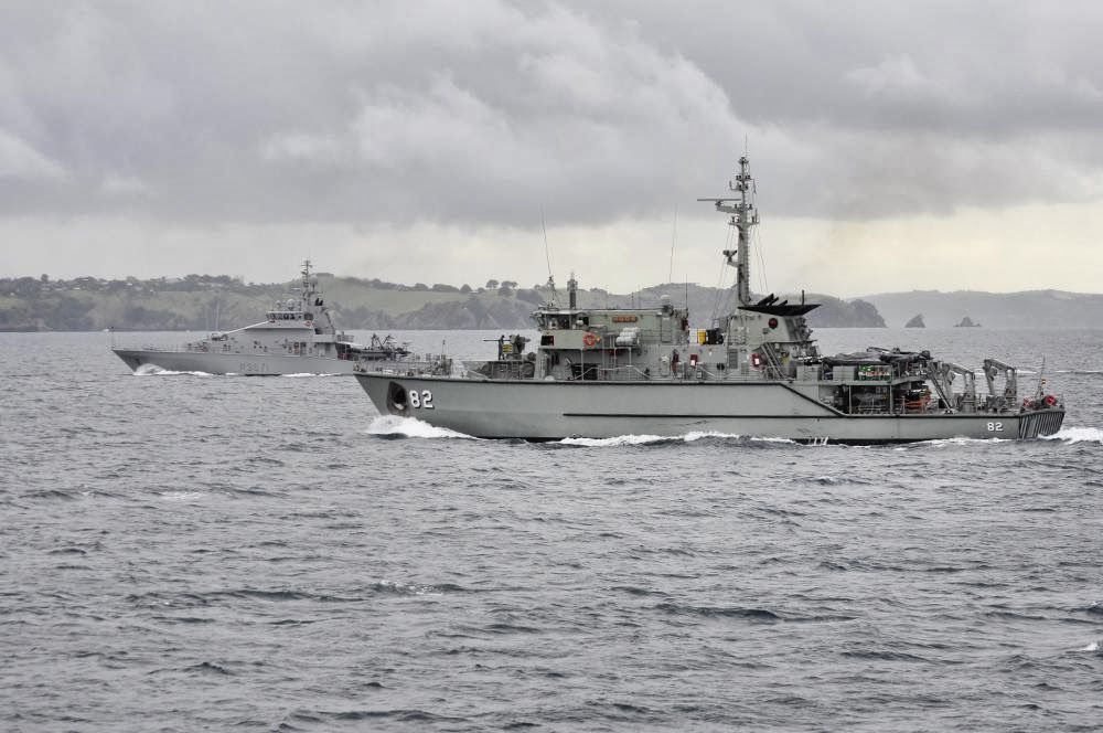 HMAS Huon and HMNZS Hawea take station on HMAS Gascoyne during Officer of the Watch manoeuvres (Image: Australian DoD)