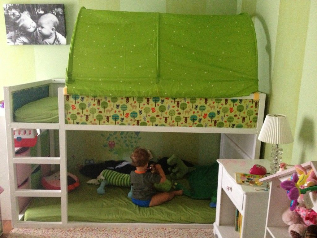 Ikea kura bed hack blue or green tent on top toy reading area below kids pinterest ikea - Ikea bunk bed room ideas ...