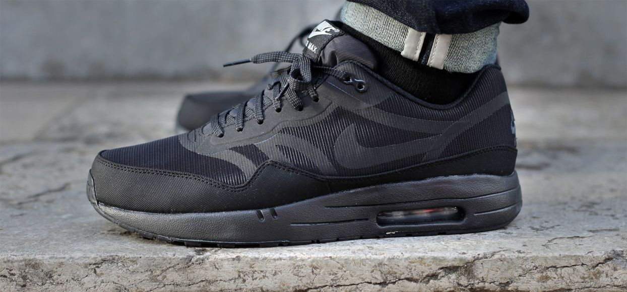 nike air max 1 black reflective paint