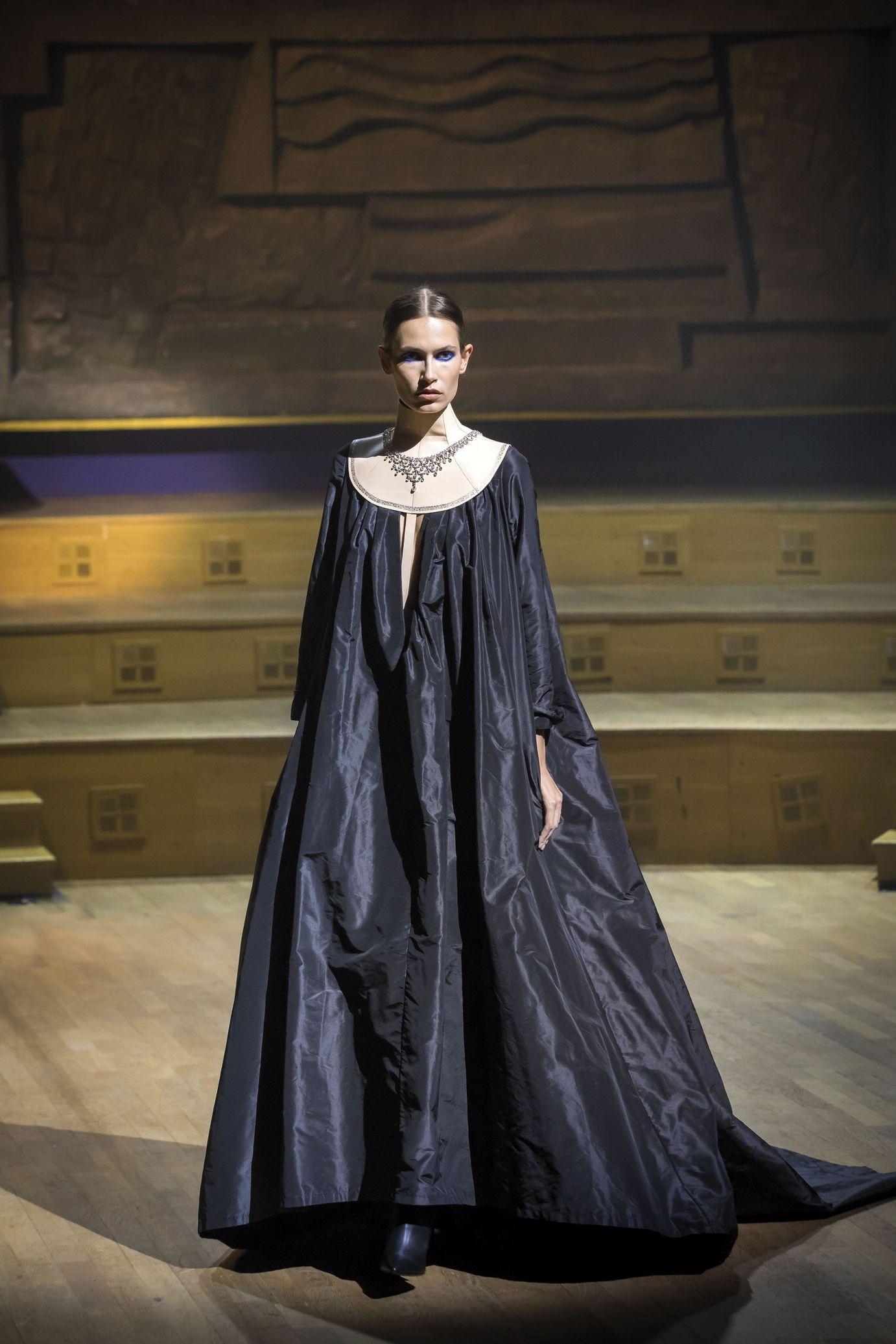 29622505a60c Stéphane Rolland Haute couture Fall Winter 2018-2019 Femme Fashion Show