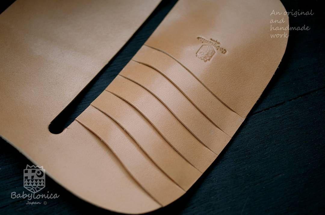 カード側から #madeinjapan #leathercraft  #creema #iichi #minne #leatherwallet #handsewn  #leatherwork #babylonica  #vegtan #vegetabletanned  #craftsmanship #handstitched  #いわき市 #経過報告  #手縫い #ヌメ革 #革財布 #ハンドメイド #長財布 #サドルレザー #栃木レザー  #レザークラフト #本革