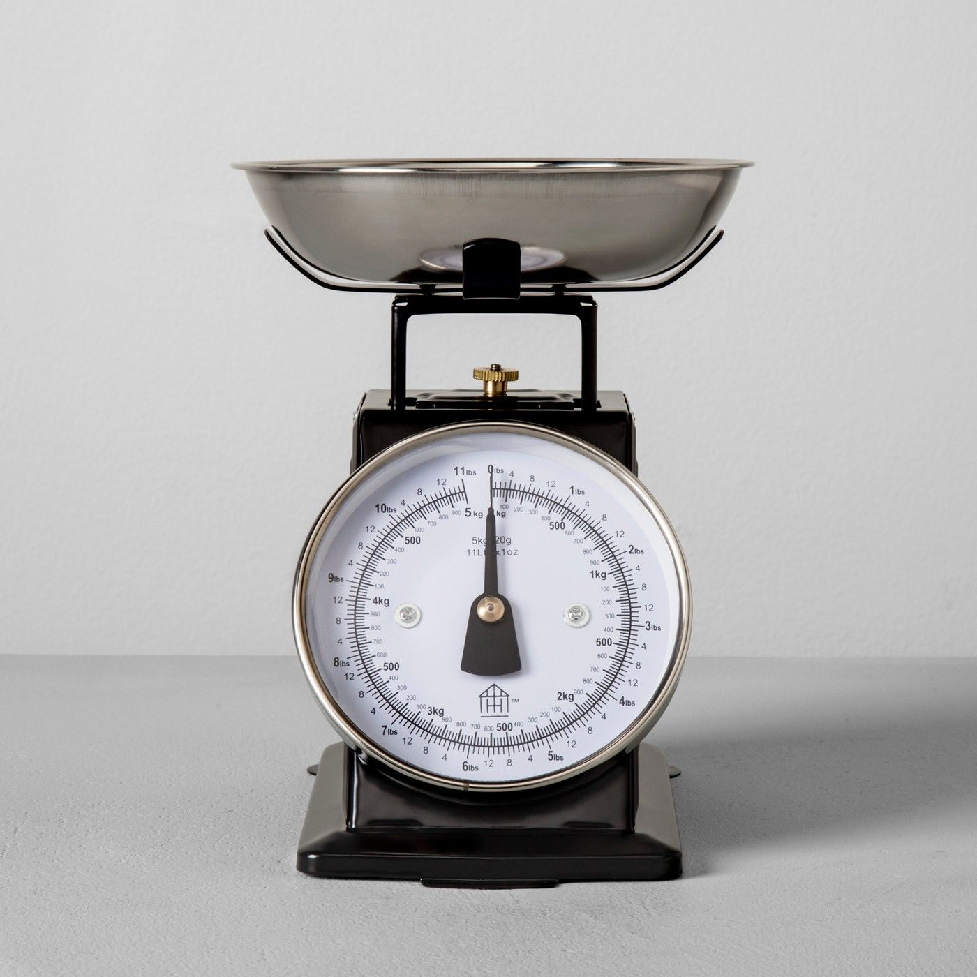 Food scale black hearth hand with magnolia image