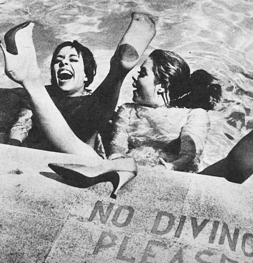 Carol Burnett and Elizabeth Montgomery jumping in the pool fully clothed ♡