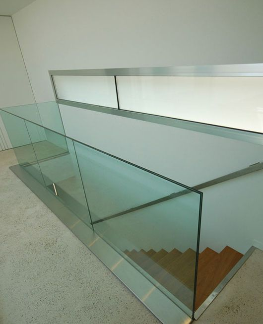 garde corps d 39 int rieur en verre barreau gcv002 kozac escalier garde corps. Black Bedroom Furniture Sets. Home Design Ideas