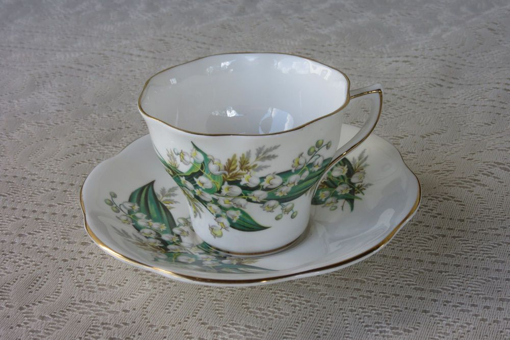 Vintage Tea Cup Saucer Bone China Made England Crown Mark White Bells Flowers Bonechinamadeinengland Tea Cups Vintage Tea Cups Tea Cup Saucer