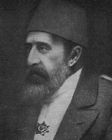Abdul Hamid II, era hijo del Sultán Abdul Aziz y hermano del Sultán Murat V.