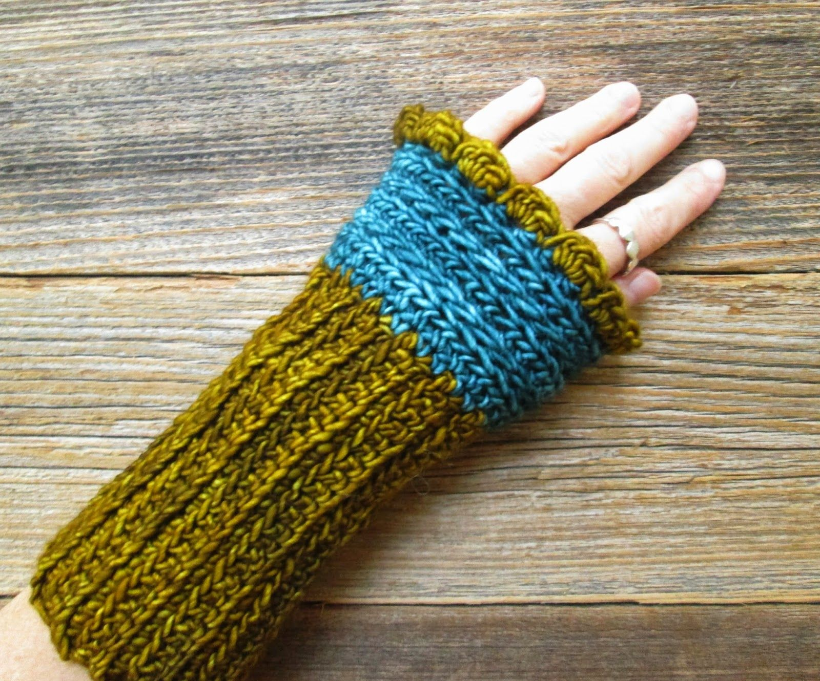 Polly Foo Foo: Mrs. Fitz Wrist Warmers Bulky Yarn - Variation on ...