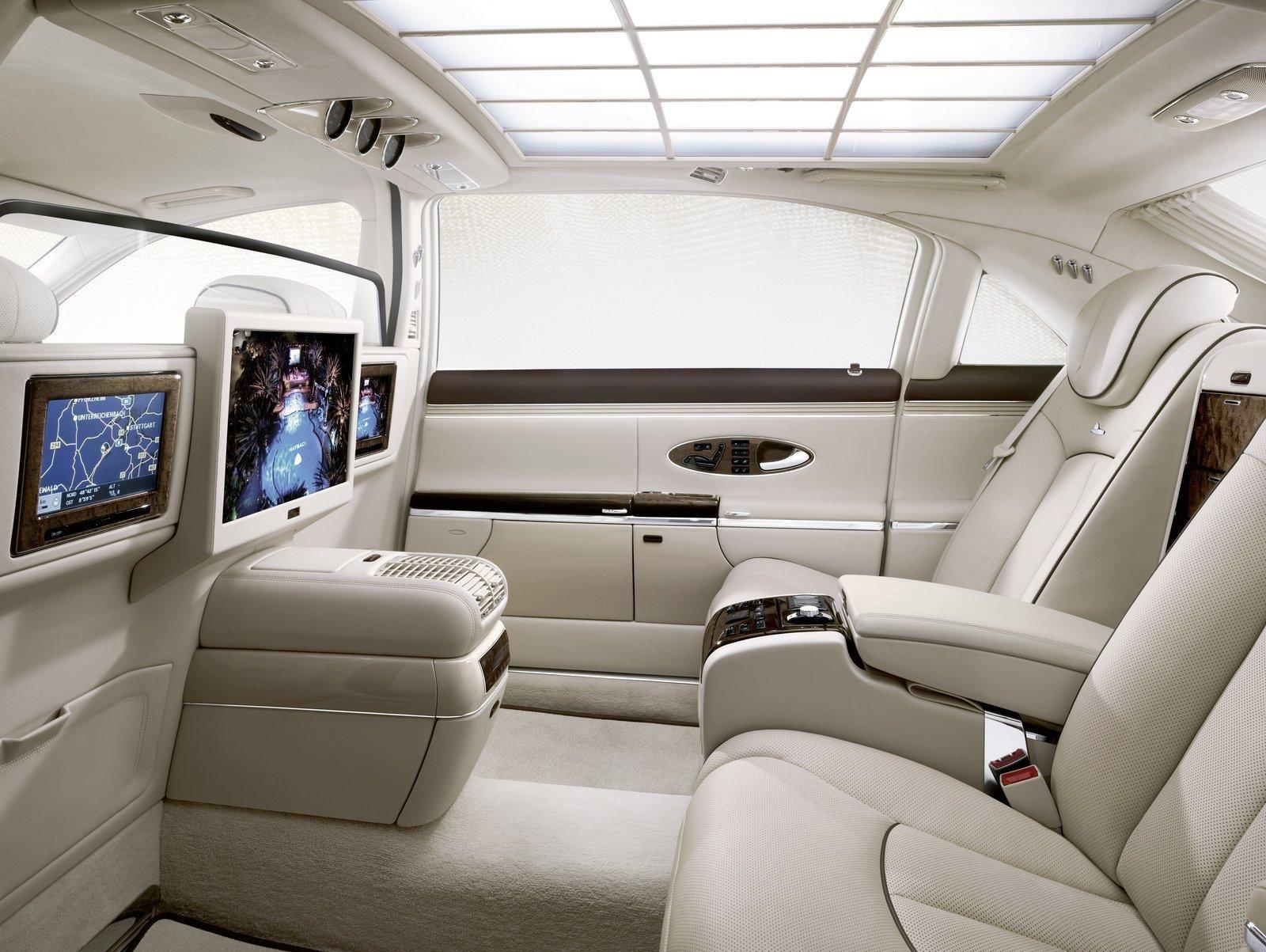 Car interior entertainment - 2011 Maybach 62 S Luxurious Sedan Interior Entertainment