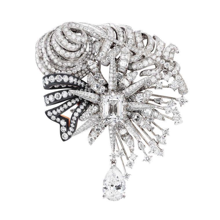 Dior a Versailles Salon d'Apollon brooch