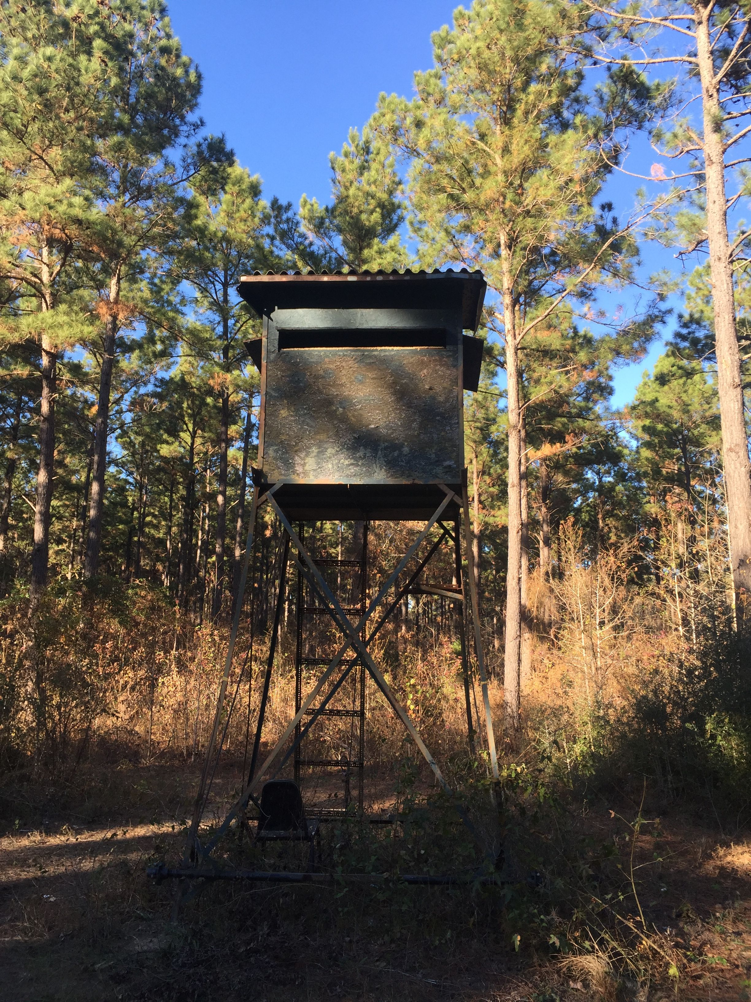 East Texas Deer Stand 5x5 Box With 10 Foot To Floor Made From 1 1 2 Angle Iron Welded Anchored To Ground With Center Auger And 5 16 Deer Stand Deer Grounds