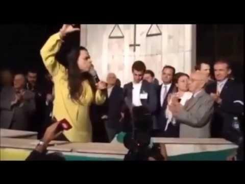 Janaina Paschoal, advogada do impeachment, perde a linha em discurso na USP