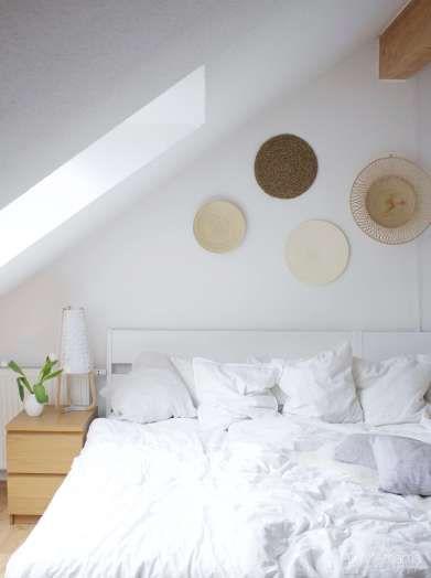 Skandinavisch Wohnen mit Boho-Ethno-Wandgestaltung im Schlafzimmer