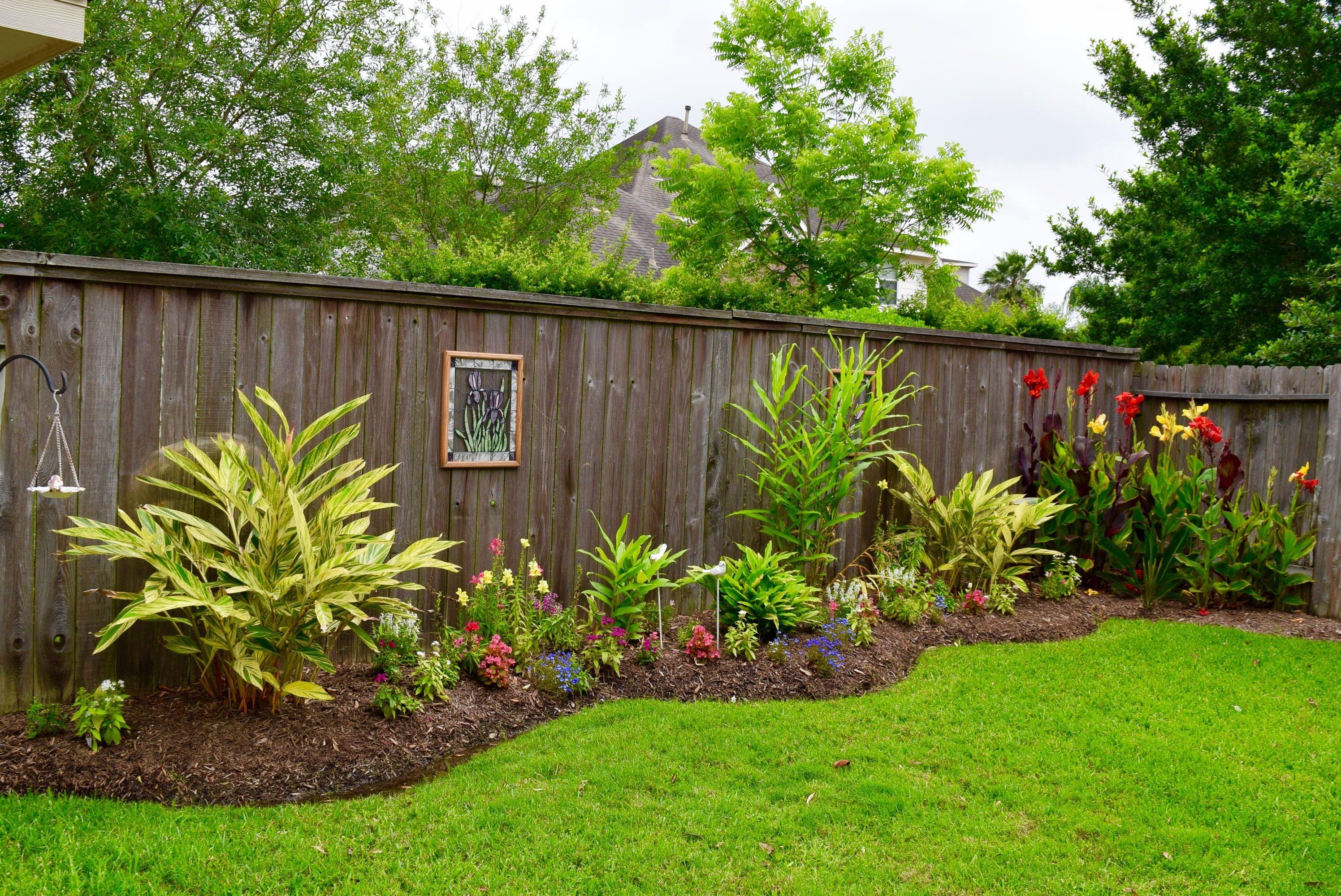 Pin On Decoracion Jardin Backyard landscaping along a fence