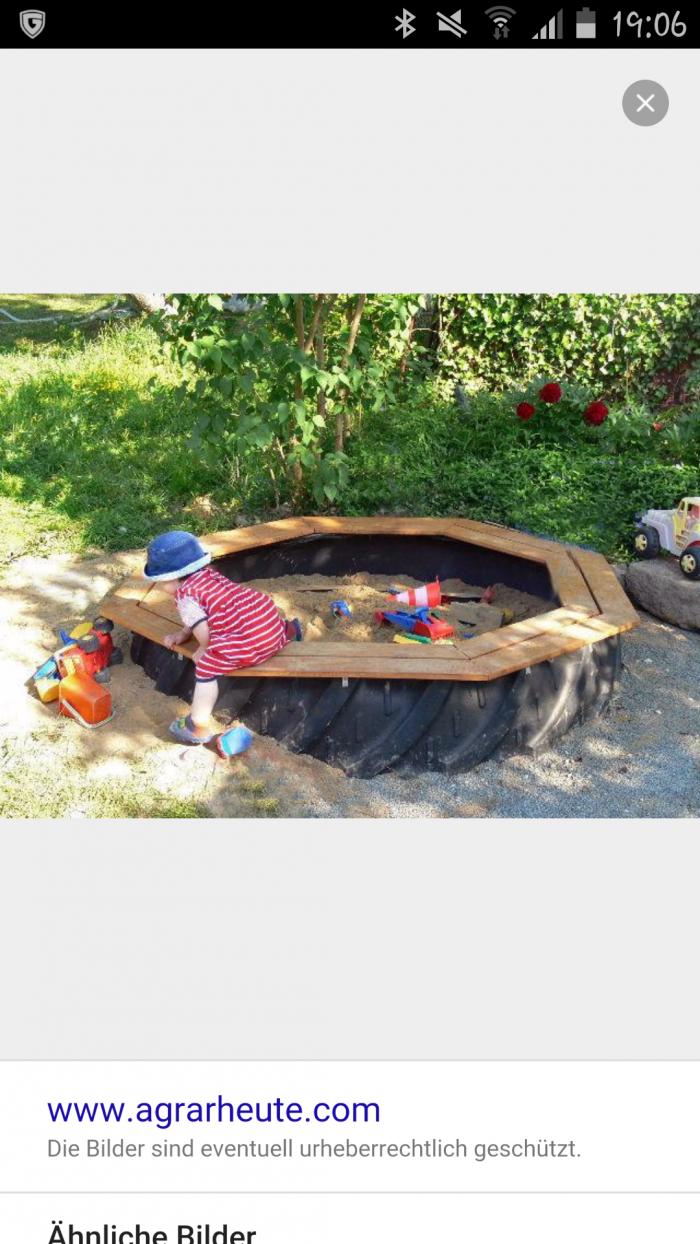 Aus Traktorreifen Eine Sandkiste Bauen Wir Haben So Eine Zu Hause Unbedingt Mit Holz Auf Randleiste Zu Empfeh Diy Playground Backyard Fun Backyard For Kids