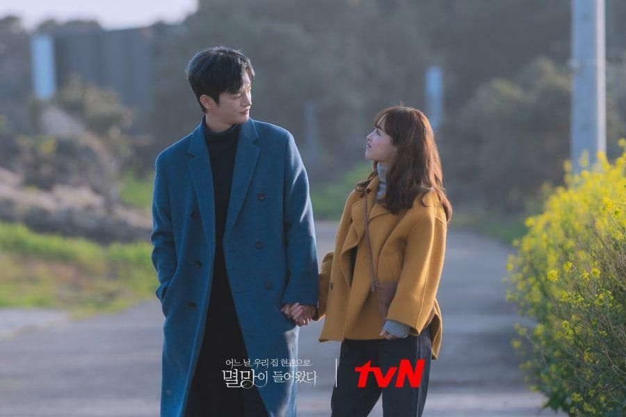 """Park Bo Young And Seo In Guk Enjoy A Peaceful Date In Jeju Island In """"Doom At Your Service"""""""