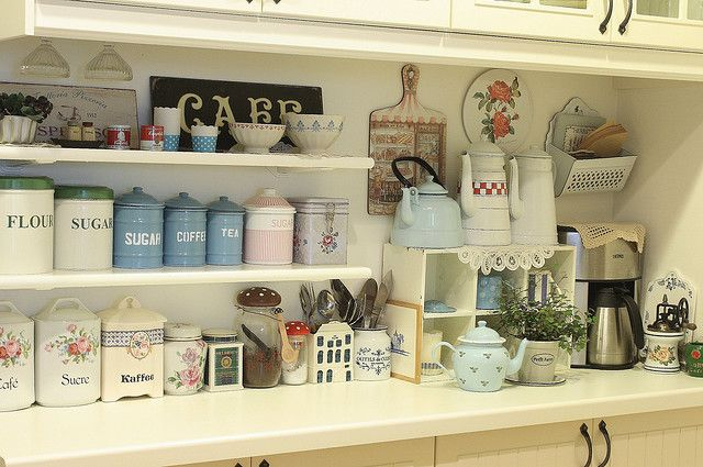 shabby chic, cottage kitchen